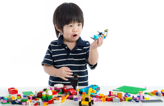 Toys You Should Get : Toddler cries at toy shop should you give in baby