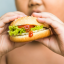 Child is overweight: should you cut food portions?