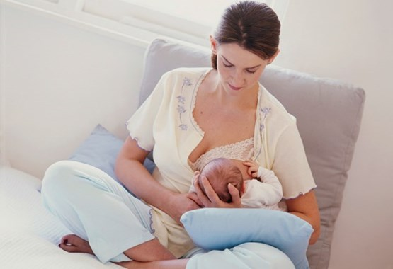 The best positions to use when breastfeeding your baby