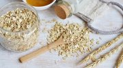 How to make an oatmeal bath for your toddler (and the benefits!)