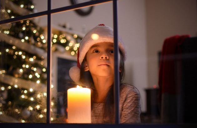 Parent-Approved Tips For Handling The 'Santa Talk' With Kids